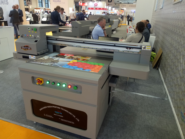 YOTTA-YD-F9060R4-flatbed-printer-at-FESPA-Berlin-2018