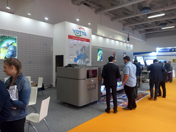 YOTTA-hybrid-printer-on-FESPA-Berlin-2018
